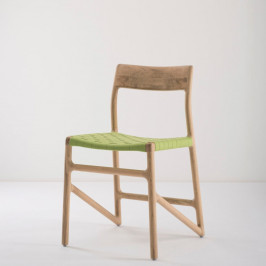 Jedálenská stolička z masívneho dubového dreva so zeleným sedadlom Gazzda Fawn