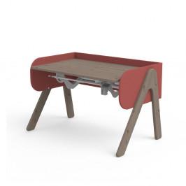 Tmavý hnedo-červený písací stôl z borovicového dreva s nastaviteľnou výškou Flexa Woody