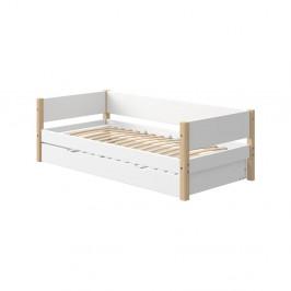 Biela detská posteľ s prídavným výsuvným lôžkom a nohami z brezového dreva Flexa White